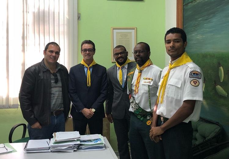Leo Sampaio recebe na Câmara membros do Clube de Desbravadores